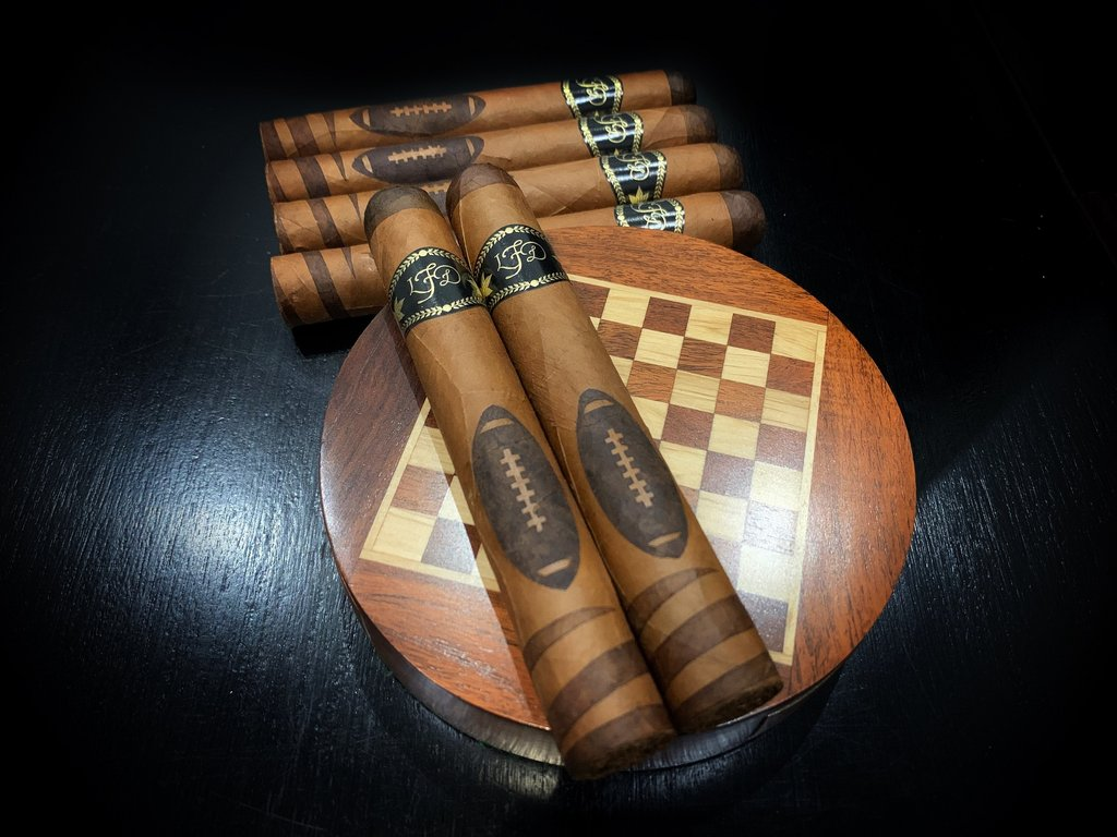 2020 La Flor Dominicana Football Edition (Box of 10)